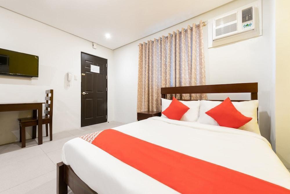 OYO 121 Nakpil Hotel