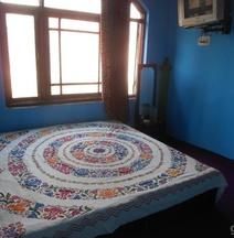 Alamdar Guest House