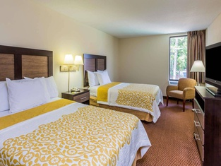 Days Inn & Suites by Wyndham Rocky Mount Golden East
