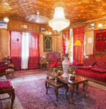 Badyari Palace Houseboat