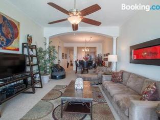 Legacy I 1403 Penthouse - Three Bedroom Apartment