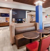 Holiday Inn Express & Suites Cedar Falls - Waterloo