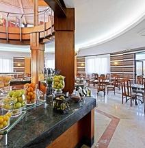 Elba Luc ̈aa Sport & Suite Hotel