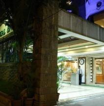 โรงแรมรีกัล เอนเคลฟ