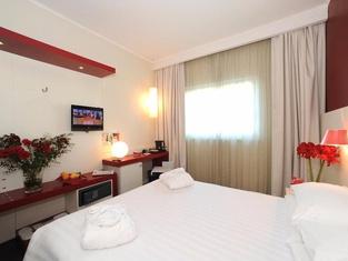 博洛尼亞米切裡諾菲恩拉酒店