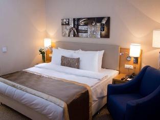 Dedeman Oskemen Tavros Hotel
