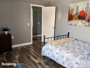 Downtown Bungalow- 2 bedroom
