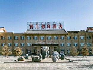 Junhui Holiday Hotel