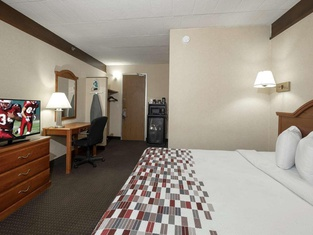 Red Roof Inn and Suites Newark Delaware