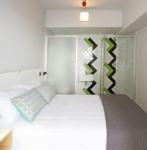 Mojo Hotel/Hostel & Market