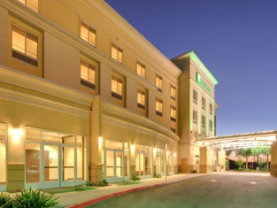 Holiday Inn & Suites Bakersfield