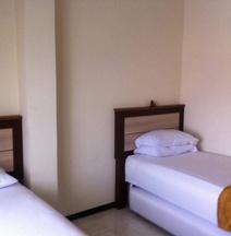 Cabin Hotel Sutomo