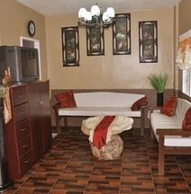 Roy's Cabin Suites