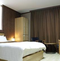 Y-Ocean Tourist Hotel Yeosu