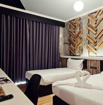 De' Proud Hotel