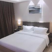 Q-BOX Hotel