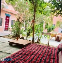 Saffron Guest House & Hostel