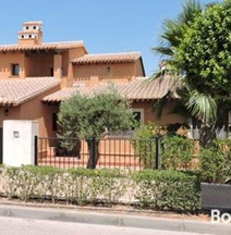Luxury 3 Bedroom Villa With Community Pool