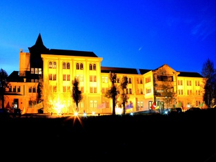 Yili Black Bee Manor Eco Hotel