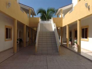 Hotel & Condominios Jaroje