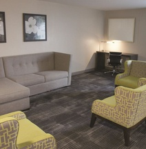 La Quinta Inn & Suites by Wyndham Columbus MS