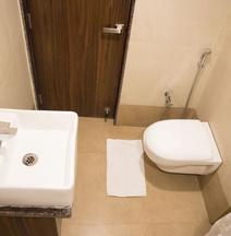 OYO 33406 Hotel Paras