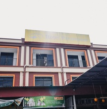 RedDoorz Plus Near Sultan Hasanuddin Airport