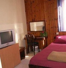 Momo's Hostel