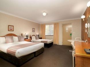 SureStay Hotel by Best Western Blue Diamond Motor Inn