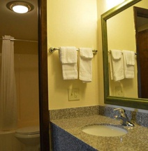 Scottish Inn & Suites - Eau Claire