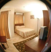 Golden Carven Hotel