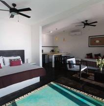 Manta Raya Hotel
