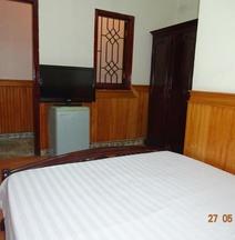 Khách sạn Discovery II