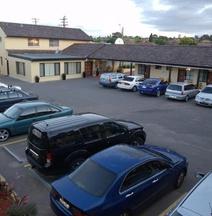 Country Plaza Motel