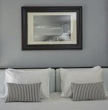 雅典河湾区酒店及套房