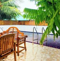 Tropical Biosphere Hotel