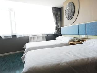 Home Inn (Yantai Shengli Road Wanda Plaza)
