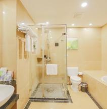 OYO Phalam Jade Hotel