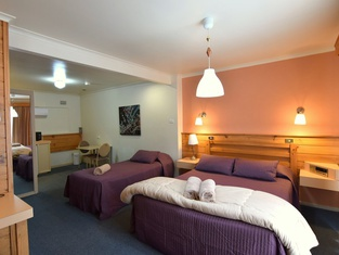 Country Comfort Cowra - Countryman Motor Inn