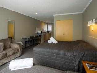 Manuka Crescent Motel
