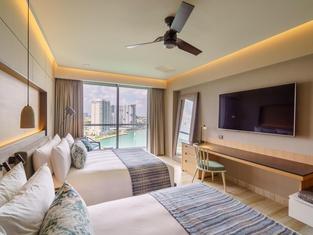 Renaissance Cancun Resort Marina