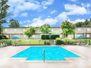 Ramada by Wyndham Lexington North Hotel & Conference Center