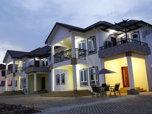 Candice Serviced Apartment