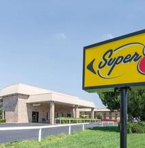 Super 8 by Wyndham Clovis
