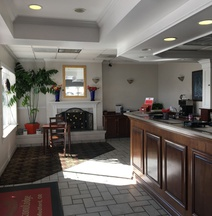 Econo Lodge Inn & Suites Central