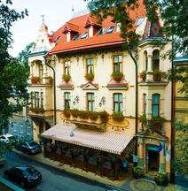 Готель Шопен
