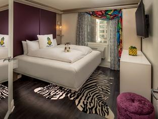 Staypineapple, An Artful Hotel, Midtown