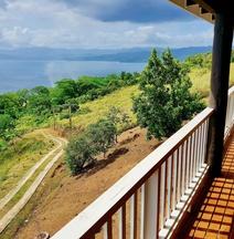 Over THE HORIZONS: Savusavu Town Apartment