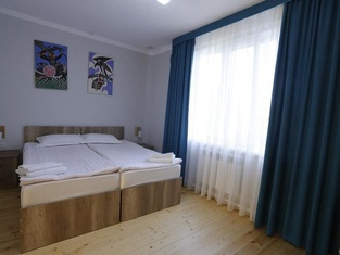 Tes Guest House