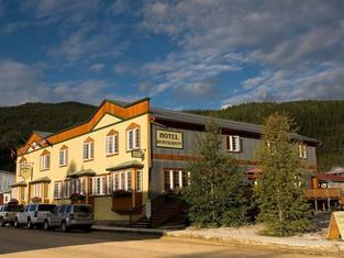 Aurora Inn